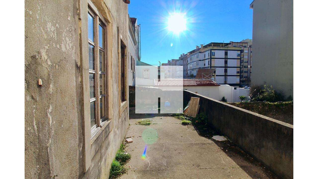 Moradia p/ Reconstrução  - Figueira Da Foz, Buarcos e São Julião